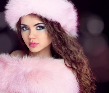 Portrait of woman in wearing Fashion Hat and fur coat.