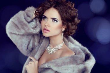 Winter Beauty Woman in Luxury Mink Fur Coat.