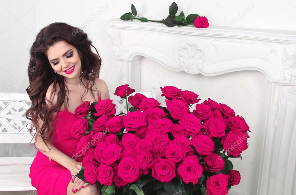 Happy smiling brunette girl with pink roses bouquet, Valentines