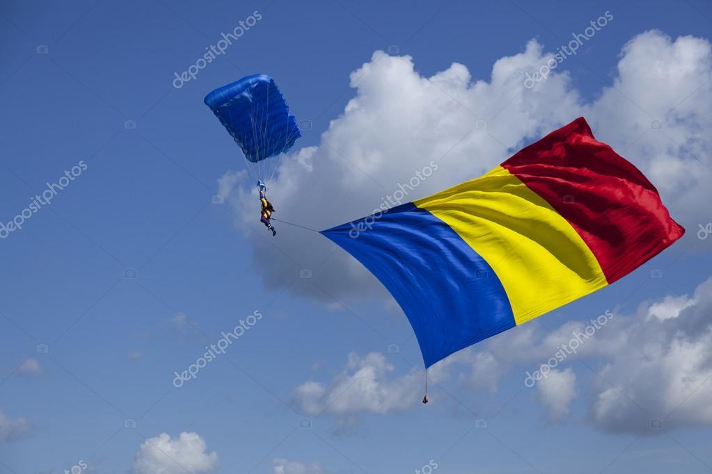 Parachute with romanian flag