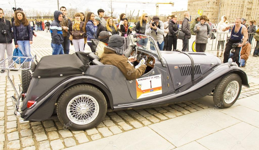 retro auto morgan auf rallye von klassischen autos moskau. Black Bedroom Furniture Sets. Home Design Ideas