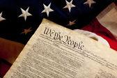 Fotografie deklarace nezávislosti a americká vlajka