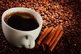 složení s šálkem kávy a fazole