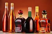 Fotografie láhve nejrůznějších alkoholických nápojů