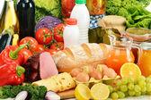 Fotografie složení s řadou výrobků s potravinami