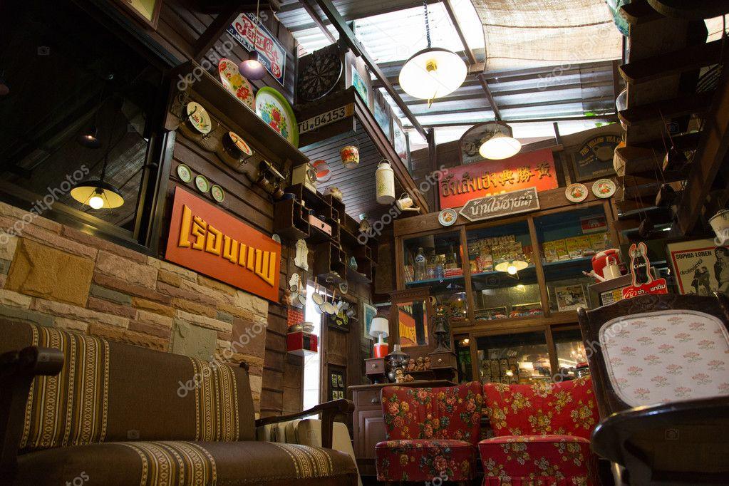 Vintage interieur decoratie in banmaichaynam restaurant
