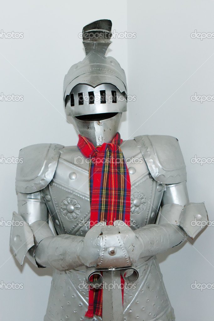 Medieval knight\u0027s suit of armor and helmet \u2014 Stock Photo