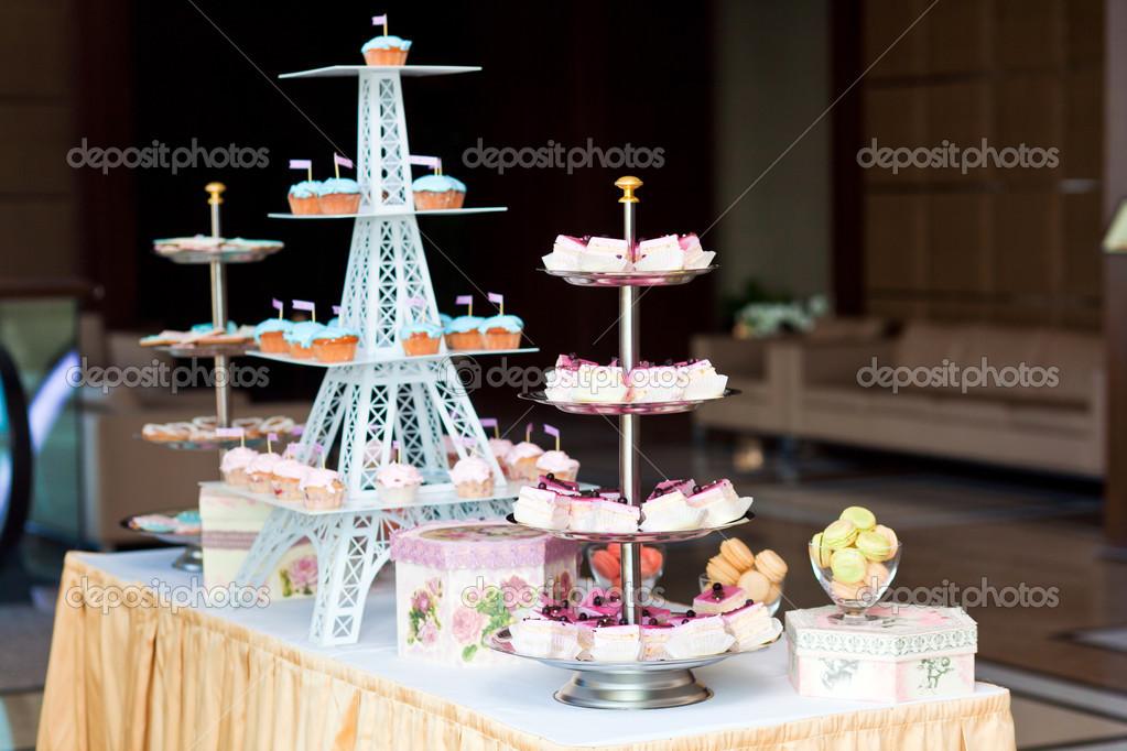 Schone Hochzeitstorten Stockfoto C Stahov 25878353