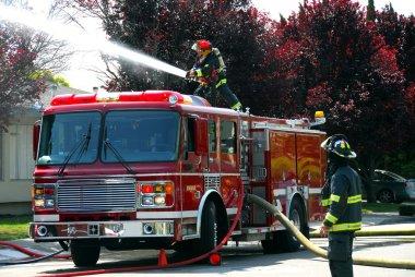 bir daire yangın itfaiye ve yangın kamyon