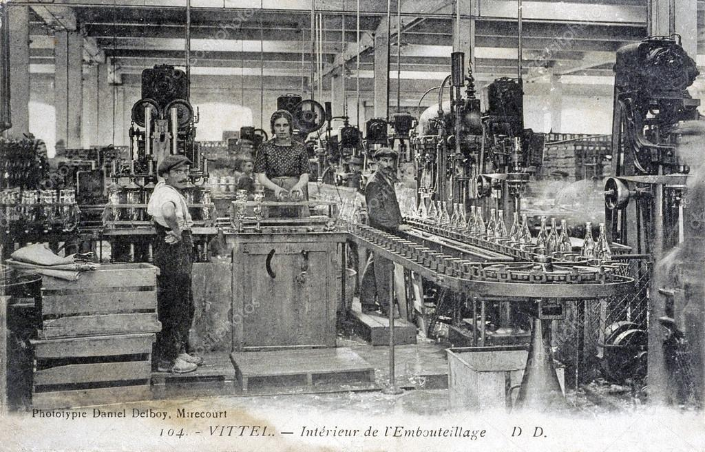 old postcard of Vittel, the factory of setting out of mineral water bottle