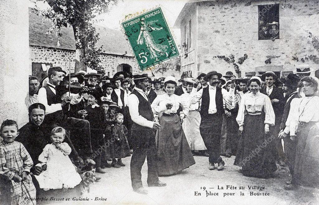 carte postale ancienne, la fête du village — Photographie Gilles_Paire © #33932073