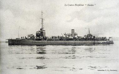 old postcard against destroyer Fanion