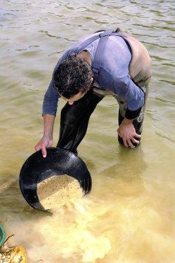 Gold digger in France