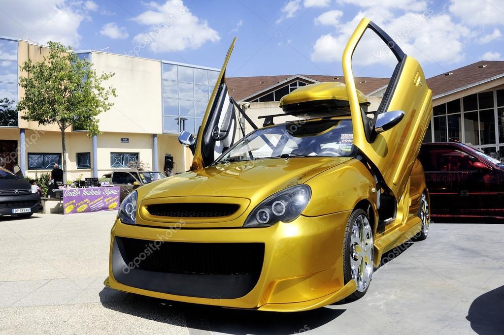 Exposition tuning de voiture photo ditoriale gilles - Image de voiture tuning ...