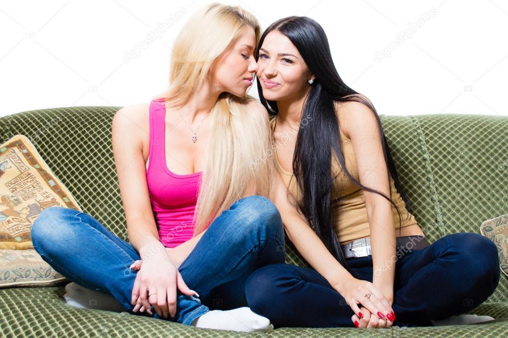 Две подруги решают помастурбировать вместе