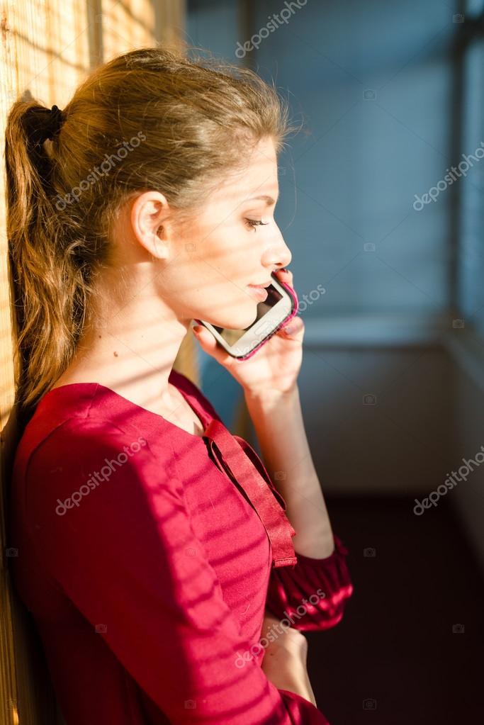 Голые по телефону разговаривают наступило