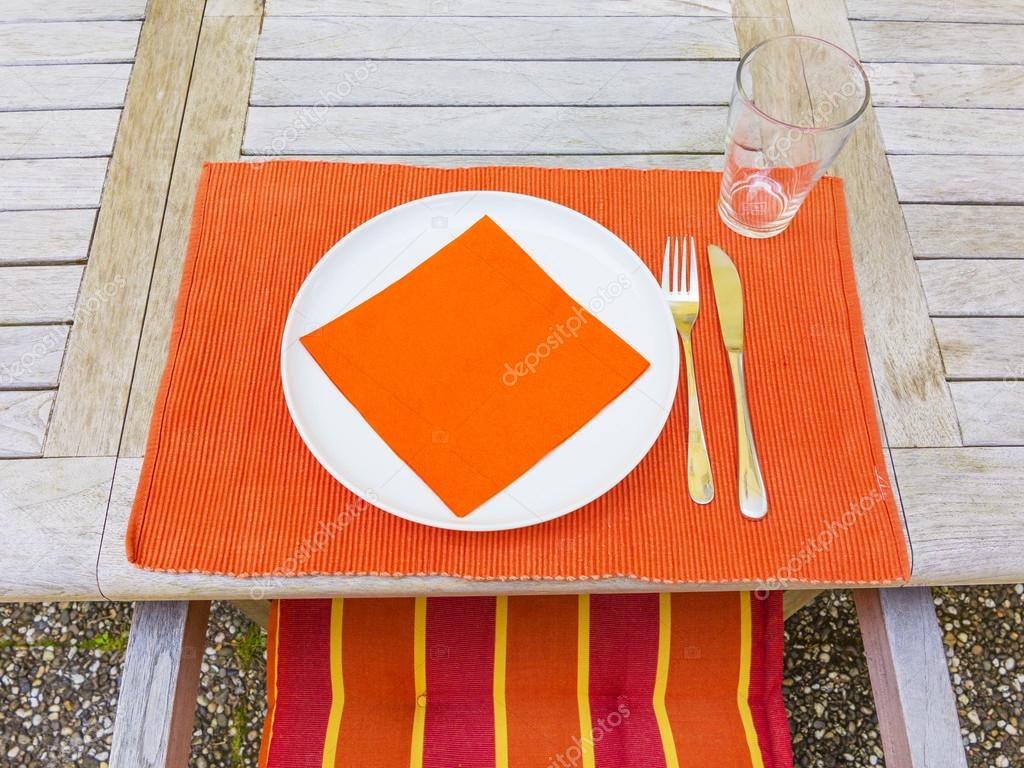 Tableclothes At A Teak Table In The Garden U2014 Stock Photo