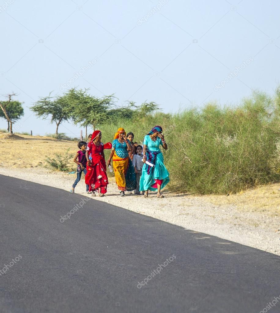 Unidentified girls on their way to the Pushkar fair