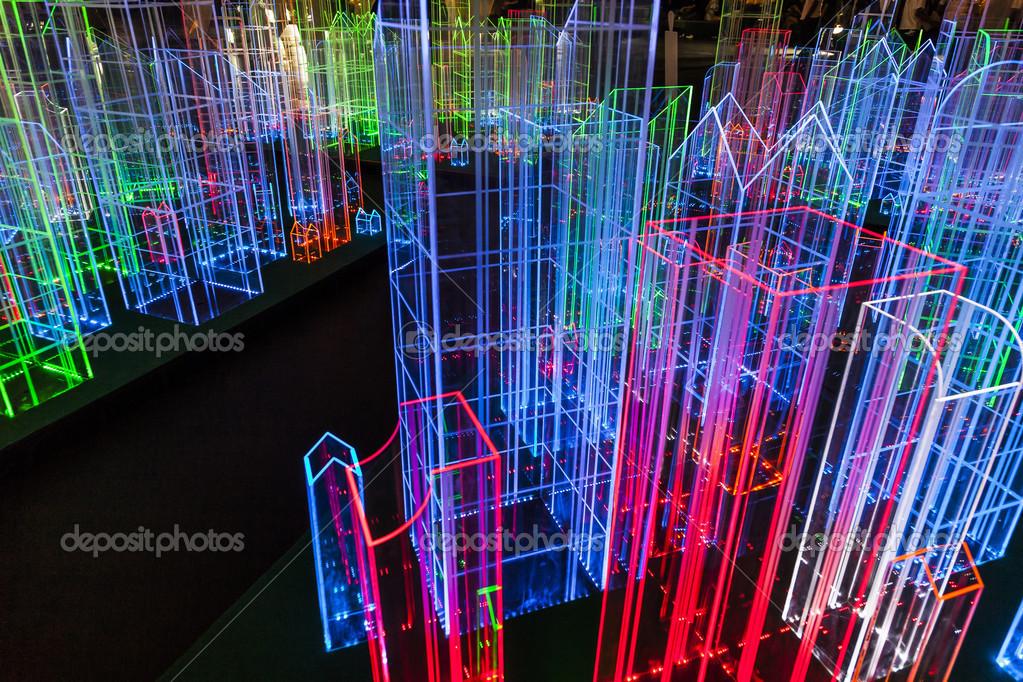 installazioni luminose di notte a bangkok foto