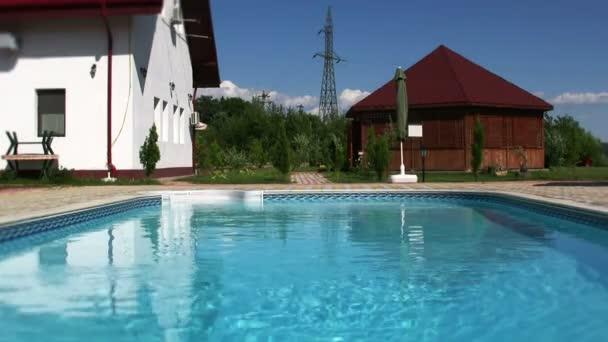 potápění a plavání v bazénu
