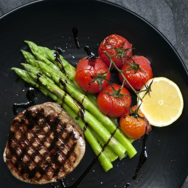 Filet Mignon with Asparagus and Cherry Tomatoes