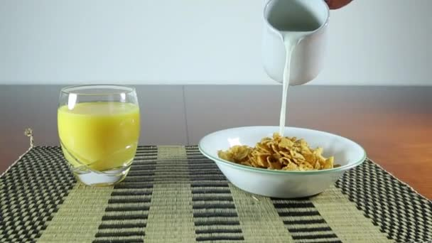 jahoda, obilovin a pomerančová šťáva