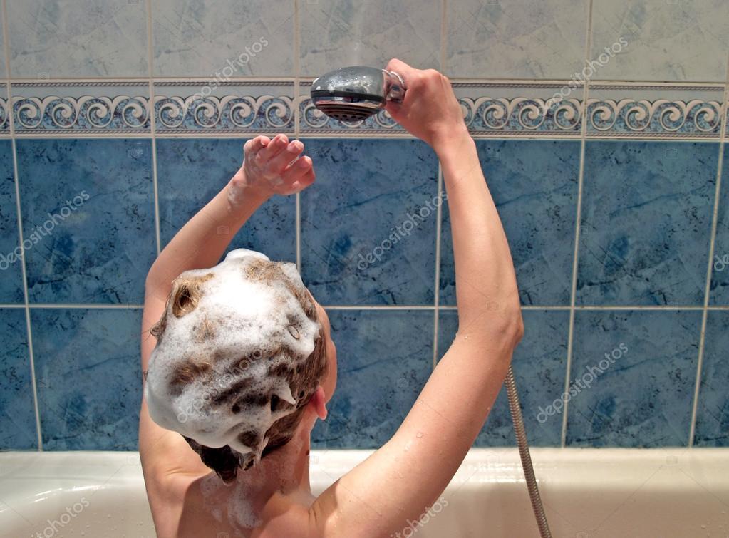 красивая тетя в ванной видео