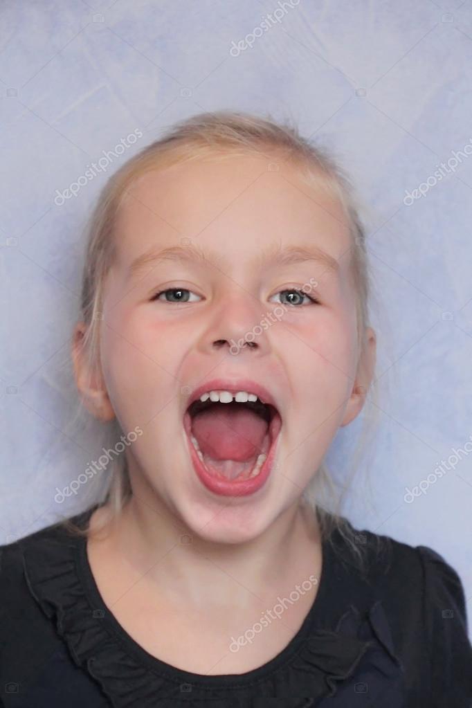открытый рот у девушки фото