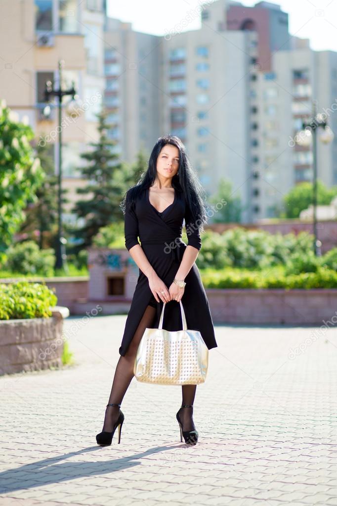 seksualnaya-devushka-s-sumochkoy-foto