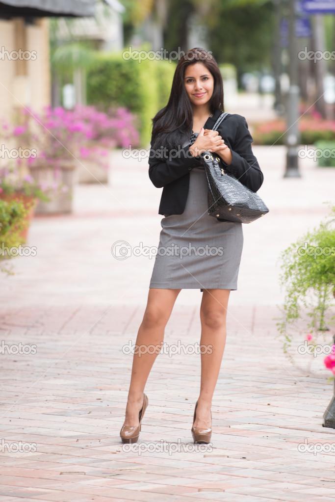 Extrêmement bien habillée sur la façon de travailler — Photo #28401999 VP56