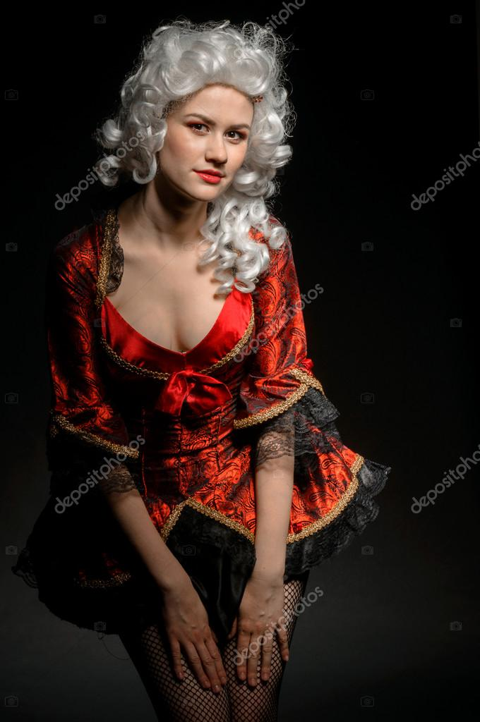 3f066a9f58 Fiatal nő barokk jelmez — Stock Fotó © svedoliver #18056959