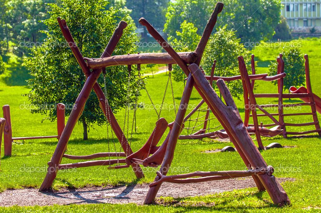 Juegos Infantiles Al Aire Libre En El Parque Fotos De Stock