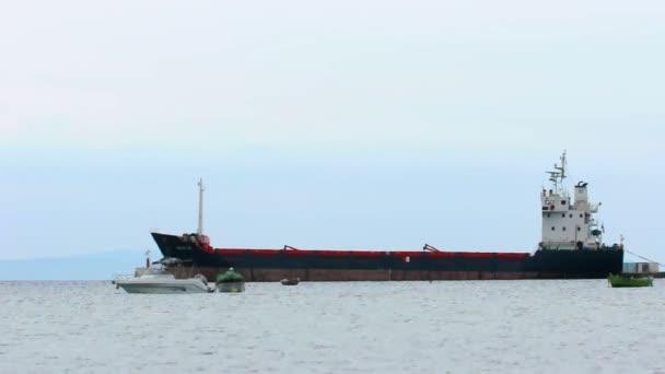 průmyslové loď v přístavu
