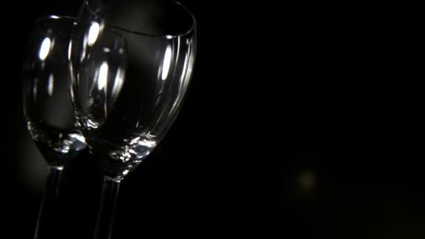 sklenice na víno v pohybu