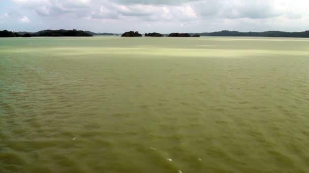 Gatúnské jezero - uvnitř Panamský průplav