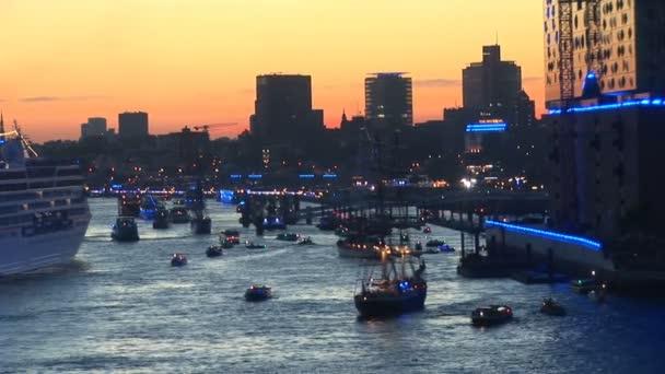 Németország - Hamburg kikötő ünnepli 823rd születésnapját - Fesztivál egy párt, és a hajók parádé