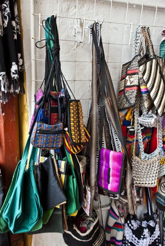 Markt auf der Strasse - Taschen — Stockfoto © adfoto #43179723