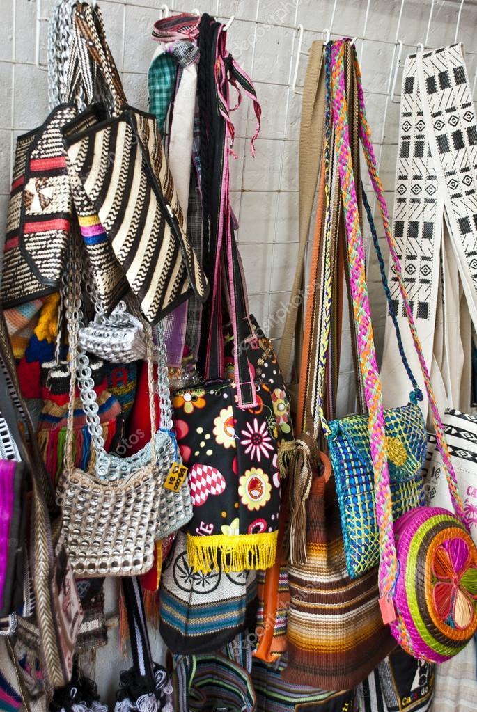 Markt auf der Strasse - Taschen — Stockfoto © adfoto #43179725
