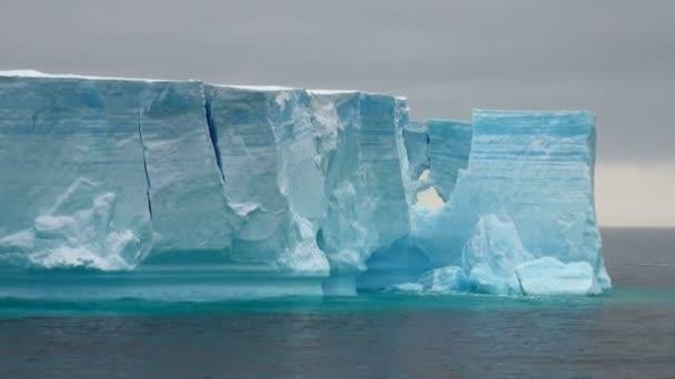 Antartica - tabellarische Eisberg in Bransfield strait - verkleinern