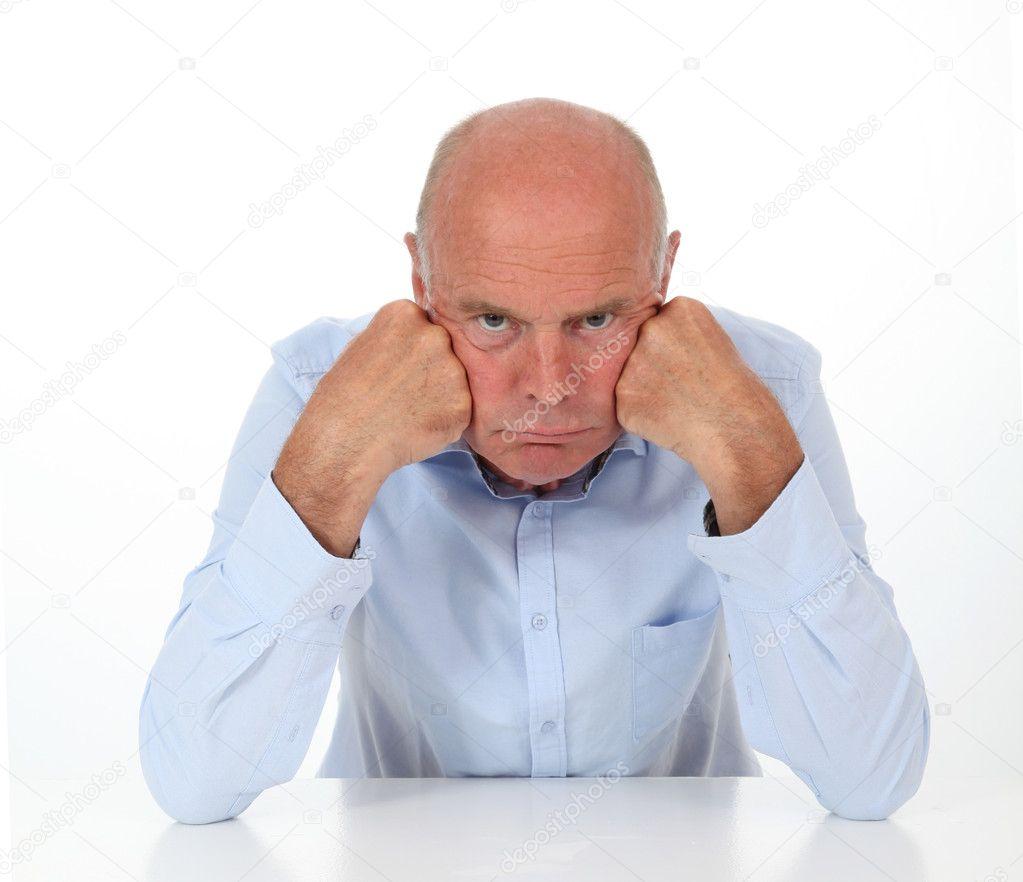 Le contentement : Meilleur moyen pour arrêtez de se plaindre et de retrouvrer le bonheur ! Depositphotos_18212575-stock-photo-senior-man-being-grouchy
