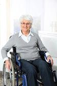 Fotografie ältere Frau im Rollstuhl