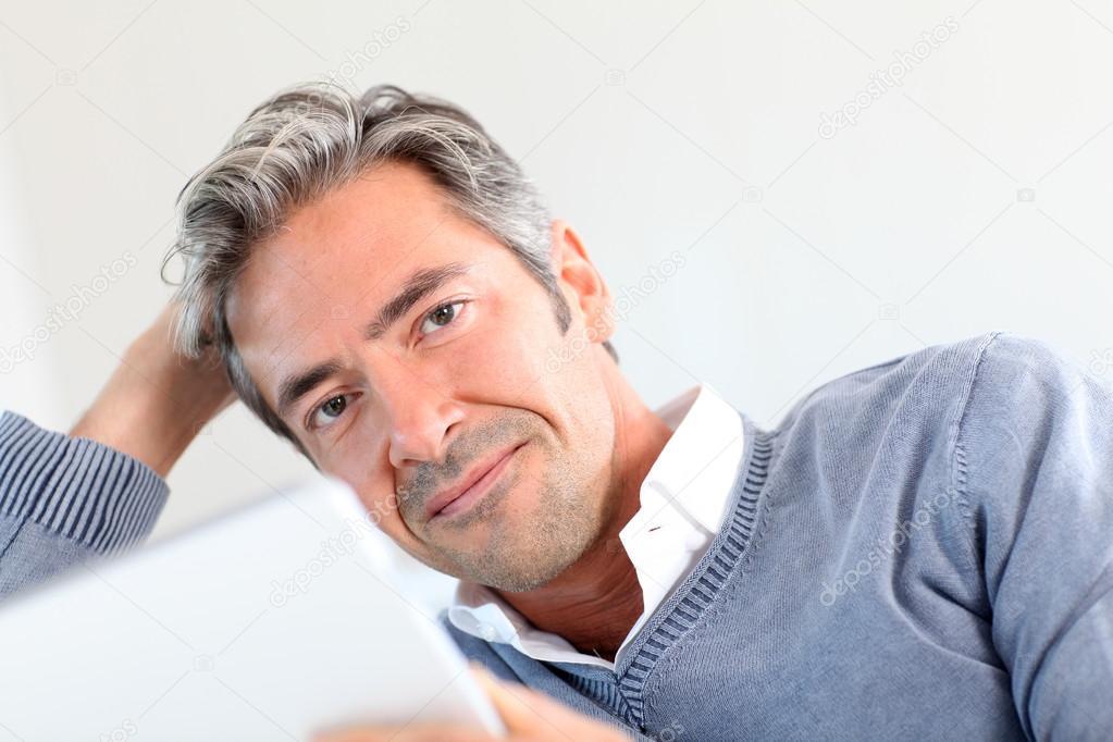 Formas modernas de peinados años 40 hombre Colección De Cortes De Pelo Tutoriales - Fotos: hombres de 40 guapos   hombre de 40 años de edad en ...