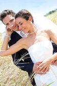 nevěsta a ženich na jejich svatební den