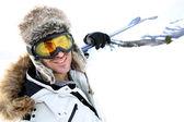 Fotografie portrét swnowboarder, stojící na sněhu sledovat