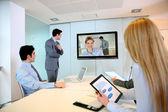 Fotografie Geschäftsleute, die Videokonferenz treffen