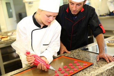 Student in pastry making cookies