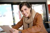 nő websurfing tabletta
