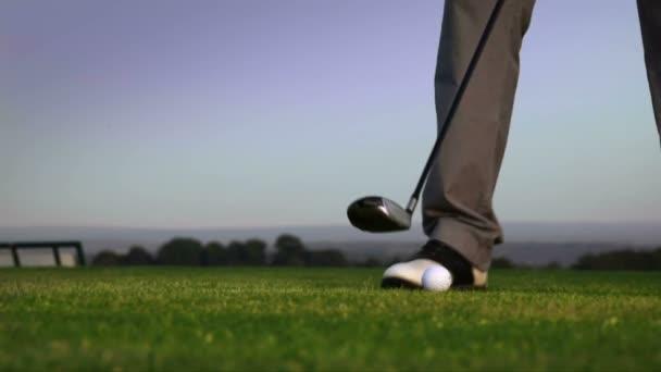 zvětšený golf míč hit