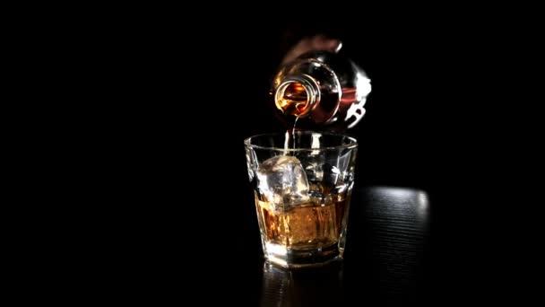 üveg whiskey-t