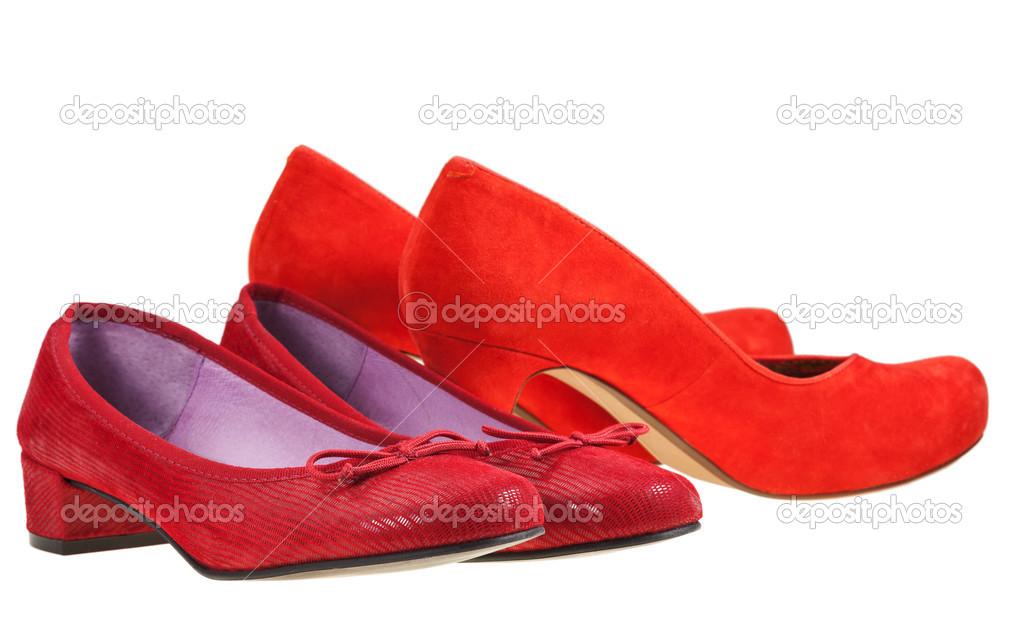 Дві пари взуття червоний жінок ізольовані на білому тлі — Фото від vvoennyy 65328fec1d495